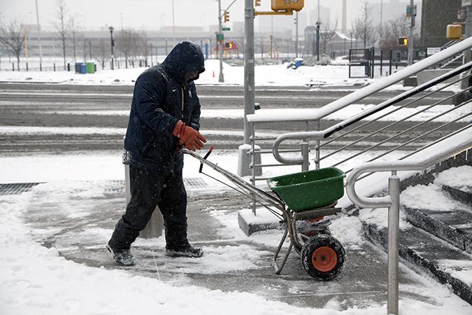 Pourquoi le fondant à glace est-il meilleur que le sel?