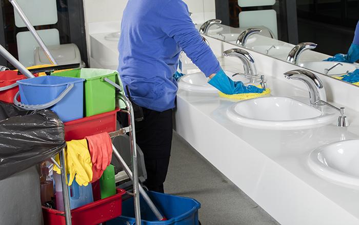 Combattre les bactéries. (Désinfection de salle de bain)